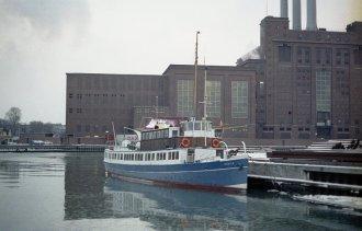 Foto: København, Kai W. Mosgaard, 1979; M/S Mols i Snekkersten havn ca. 1960. Foto:  helsingorleksikon.dk